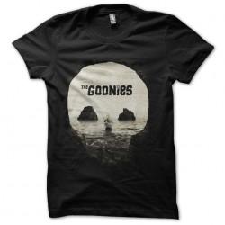 tee shirt the goonies...