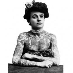 T-shirt tattoo woman old...